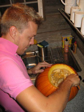 CarvedPumpkins.Scooping