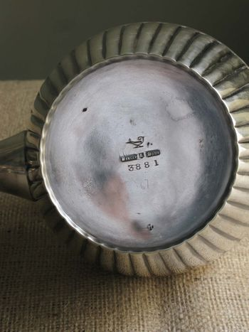 Tea pot markings2