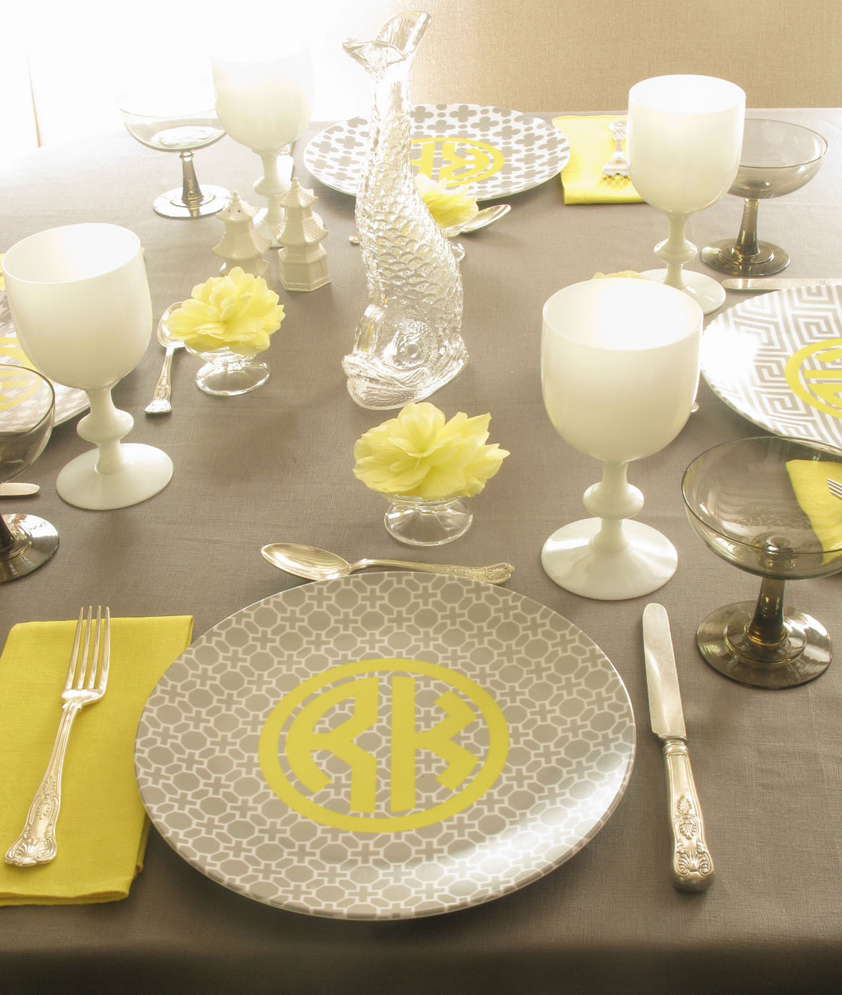 combining the kidfriendly appeal of plastic with the elegance of fine china la plates has so many eyecatching youu0027re bound to fine one that